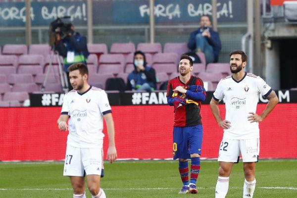 Messi le brinda un homenaje a Maradona